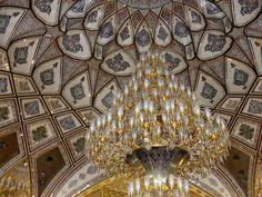 #magiaswiat #podróż #zwiedzanie #damaszek #blog #azja #saladyn #syria #mauzoleum #meczet #umajjadow #krysztalowy #azim #palac #bosra #palmyra #malouli #malula #krakdechevaliers #zamekkrxzyzowcow #krzyzowcy Palmyra, Malu, Chandelier, Ceiling Lights, Blog, Home Decor, Candelabra, Decoration Home, Room Decor