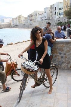 in old town! Trapani nice for city bike tour www.it Sicilian Women, Best Places To Eat, Sicily, Italy Travel, Old Town, Dreaming Of You, Biking, Walls, Age