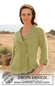 """DROPS 106-11 - DROPS jacket with shawl collar and moss stitch in """"Silke-Alpaca"""" Sizes: S - XXXL - Free pattern by DROPS Design"""