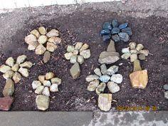 Pebble Stone, Pebble Art, Stone Art, Garden Fun, Garden Paths, Rock Crafts, Arts And Crafts, Mosaic Rocks, Driftwood Crafts