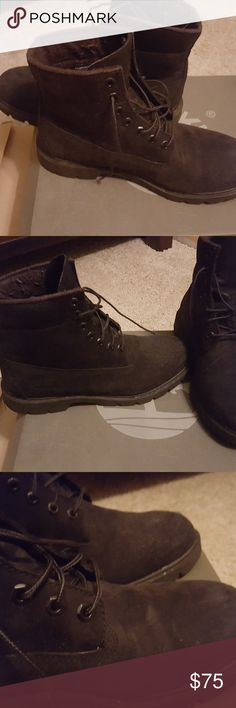 Timberland Black Suede Construction Boots 8.5 Mens Black Suede Waterproof Construction Timberland Boots. Just needs a little TLC. Comes with box. I only wore a handful of times bit my feet are too narrow for this style of boot. Timberland Shoes Boots
