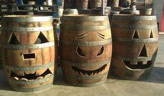 Handmade Whiskey or Wine Barrel ELECTRIC Jack-o-Lantern. 🎃 By King Barrel. Eclectic Clocks, Feliz Halloween, Halloween Ideas, Samhain Halloween, Halloween Jack, Halloween Stuff, Halloween Crafts, Halloween Party, Wine Barrel Crafts