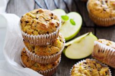 You won't have to worry about eating two or three of these yummy muffins. Low-fat and loaded with raisins, these treats can be enjoyed for breakfast with fruit or as a midday snack. Raisin Muffins, Cinnamon Muffins, Cinnamon Apples, Diy Snacks, Yummy Snacks, Whole Food Recipes, Breakfast Recipes, Bakery, Food And Drink