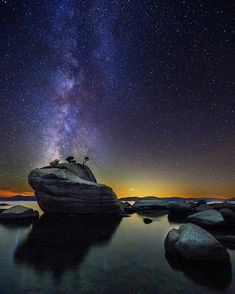 The Milky Way rises above Bonsai Rock, along the Nevada shore of Lake Tahoe. Scenic Photography, Nature Photography, Milky Way From Earth, Nature Pictures, Cool Pictures, Galaxy Planets, Beautiful Dream, Dark Skies, Amazing Pics