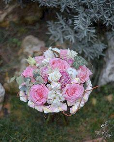 "4 aprecieri, 1 comentarii - Florarie cu gust (@florarie_cu_gust) pe Instagram: ""Sweet pink. #florariecugust #marhmallow #whiteandpink #astrantia #carnationantiqua #bouquet #forher…"""