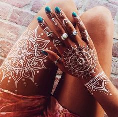 White Henna Mandalas of wearing our Moonstone and Navajo Opal Rings Henna Tattoos, White Henna Tattoo, Henna Tattoo Hand, Body Art Tattoos, Henna Body Art, White Tattoos, Tatoos, Pretty Henna Designs, Henna Tattoo Designs Simple