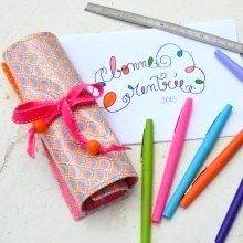 Pour bien organiser sa rentrée, voilà une chouette idée diy pour réaliser une jolie petite trousse à crayons à rouler qui vous suivra partout où vous irez...