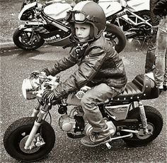 This kid is gonna get all the ladies! year old kid on a custom single cylinder engine motorcycle with a mini disk brake and a cafe racer look. Vintage Motorcycles, Custom Motorcycles, Custom Bikes, Motorcycle Baby, Motorcycle Design, Motorcycle Racers, Motorcycle Helmet, Custom Sportster, Harley Davidson Sportster