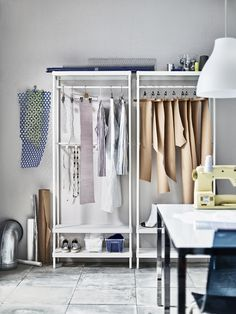 MACKAPÄR kapstok met schoenenopberger   IKEA IKEAnl IKEAnederland opberger opbergen schoenenkast stellingkast garderobekast kleding wit interieur wooninterieur inspiratie wooninspiratie hal slaapkamer kamer
