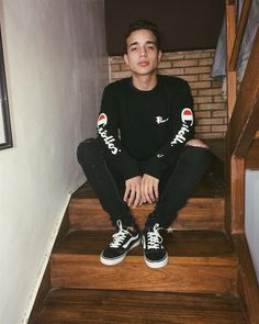Men Tumblr, Tumblr Boys, Streetwear, Vans Outfit, Photography Poses For Men, Boy Poses, Young Fashion, Mens Fashion, Fashion Outfits