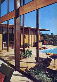 Outdoor Entertaining in Mid-Century Style