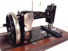 "BEAUTIFUL Antique Vintage "" TROJAN "" Vesta HAND Crank Sewing Machine"