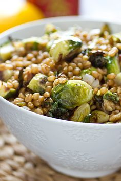 Lemony Wheat Berries with Roasted Brussels Sprouts from Oh My Veggies - this sounds delicious! (via @Keri Glassman) Real Food Recipes, Cooking Recipes, Healthy Recipes, Vegetarian Recipes, Vegan Brussel Sprout Recipes, Healthy Dinners, Delicious Recipes, Vegan Dinners, Vegetarian Dish