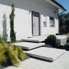 """XXL formaat tegelsysteem met gestraald oppervlak of met als een """"hoge sterkte"""" beton uitvoering met een """"samtiert"""" oppervlak."""