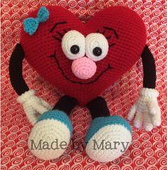 Heart Amigurumi by #MadebyMary | via I Heart Toys - A LOVE Round Up by @beckastreasures | #crochet #pattern #hearts #kisses #valentines #love
