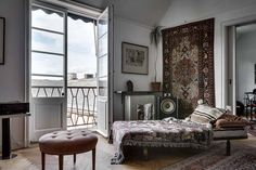 Keltainen talo rannalla: Rustiikkia, vintagea ja joulukoti