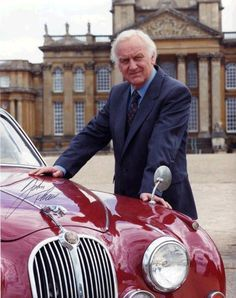 It's all about the car! Inspector Morse, the fictional character in the Colin Dexter detective novels, was a successful TV series. John Morse played the main character. Shaun Evans, Inspector Lewis, Mystery Show, Pbs Mystery, Endeavour Morse, Masterpiece Theater, Masterpiece Mystery, Detective Series, Police Detective