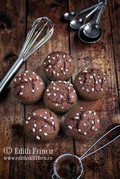 Muffins cu nutella Breakfast Dessert, Breakfast Recipes, Breakfast Ideas, Edith's Kitchen, Sweet Recipes, Cake Recipes, Nutella Muffins, Caramel, Food Cakes
