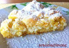 Buongiorno, la torta sbriciolata alla ricotta e limone è un dolce goloso realizzato con  crema di ricotta e un profumato limone. Questa mia ricetta è piu soffice rispetto a quelle che siete abituate a leggere e a realizzare…spero vi piaccia anche questa versione, io ne vado mattaa:-)
