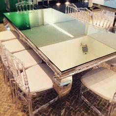 Novas mesas espalhadas!!! Que luxo!!!!