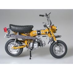 Honda Dax Used to drive a baby looking just like that around town . Miss my old Dax