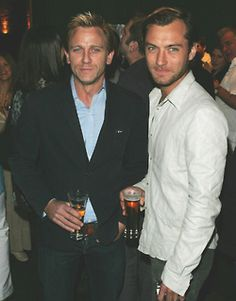 Daniel Craig & Jude Law, doesn't get much better than this                                                                                                                                                      Mehr