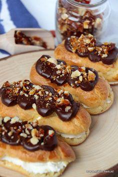 Eclairs met ganache en knapperige hazelnoten caramel