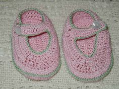 Free crochet pattern for AG shoes.