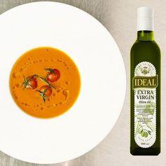 Разогреть духовку до 220 °С. Налить 4 столовые ложки оливкового масла в форму для запекания и прогреть в духовке почти до дымка.