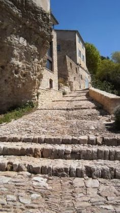 Saint-Chinian. Roads And Streets, Yellow Brick Road, Walkway, Pathways, Stairways, Places To Travel, Wander, Trail, Adventure