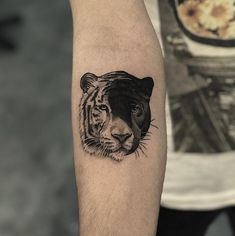 tiger and panther - tiger and panther tattoo, yin yang. Informations About tiger and panther Pin You can easily use my p - Tiger Tattoo Small, Big Cat Tattoo, Cool Small Tattoos, Bee Tattoo, Tattoo On, Piercing Tattoo, Unique Tattoos, Piercings, Tatuajes Yin Yang