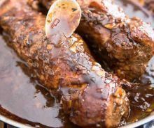 Easy and quick to prepare maple pork tenderloin recipe .- Our maple pork tenderloin recipe is simple and quick to cook. It is good to lick your fingers. Cooked Chicken Recipes, How To Cook Chicken, Pork Recipes, Cooking Recipes, Healthy Recipes, Mushroom Sauce For Pork, Bbq Vegetables, Bbq Desserts, Confort Food