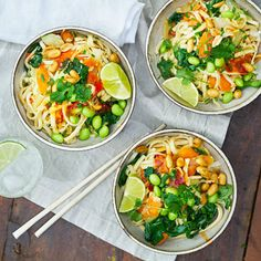 Pad thai - recept | Mitt kök Veggie Recipes, Veggie Meals, Pak Choi, Spicy Thai, Garlic Shrimp, Pasta Salad, Noodles, Sushi, Curry