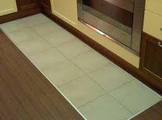Risultati immagini per parquet in cucina con inserto piastrelle ...