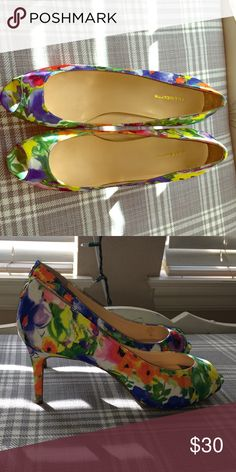 Liz Claiborne heels Love these floral heels! Worn once, like new condition! The peep toe in the front is my favorite 😊 Liz Claiborne Shoes Heels