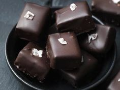 Homemade Sweets, Homemade Candies, Candy Recipes, Dessert Recipes, Desserts, Artisan Chocolate, Christmas Baking, Coffee Cake, Toffee