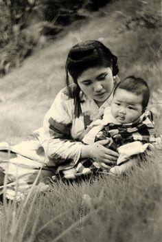 Kansuke Yamamoto 1944 (Wife and Child) ©Toshio Yamamoto