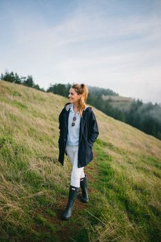 Gal Meets Glam Mount Tamalpais - Old Navy Jacket, Shirt and Jeans and my Hunter Boots. Trekking Outfit, Boating Outfit, Jean Outfits, Fall Outfits, Summer Outfits, Tall Girl Outfits, Rainy Day Outfit For Spring, Hunter Boots Outfit, Hunter Wellies