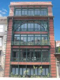 """One of the most handsome cast-iron loft buildings in Soho, Manhattan. """"The LIttle Singer"""" building dates from 1903 and has entrances on Price Street (this facade) and Broadway. Apartment Entryway, Apartment Balconies, Cool Apartments, Apartment Interior, Apartment Design, Building Exterior, Building Facade, Apartment Color Schemes, Architecture Details"""