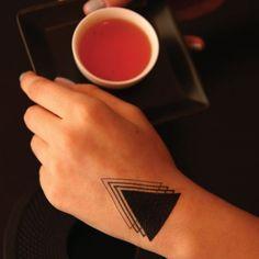 Significado da tatuagem do triângulo 8