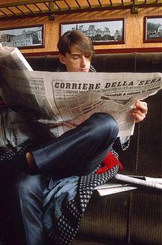 Paul Weller Timeline: Paul Weller of The Style Council reading an Italian newspaper, Photograph: Stefania Bochicchio/Rex Beach Fashion Photography, The Style Council, Paul Weller, The Jam Band, Skinhead, Mod Fashion, Facon, Perfect Man, Reading