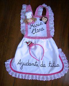 Avental de cozinheira personalizado. Acompanha tiara com cup cake . Este da foto é para 6 anos de idade. Ao fazer seu pedido, tenha as medidas. R$ 55,00