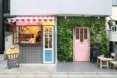 Picturesque location in Tokyo Part 2 Cafe Shop Design, Small Cafe Design, Cafe Interior Design, Store Design, House Design, Mini Cafeteria, Cafe Display, Coffee Shop Aesthetic, Small Coffee Shop