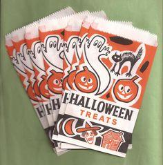 fab Halloween Trick Or Treat, Halloween Ghosts, Halloween Horror, Halloween Treats, Vintage Fall, Vintage Halloween, Trick Or Treat Bags, Witch, Antiques