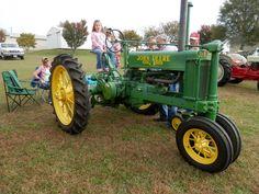 1935 John Deere B - Macon Truck & Tractor Show, Lafayette, Tennessee - October 2014