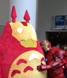 Iron Totoro with her counterpart Iron Man. So cute~ Cosplay Anime, Epic Cosplay, Amazing Cosplay, Cosplay Costumes, Disney Cosplay, Cosplay Outfits, Cosplay Ideas, Chat Bus, Thor Y Loki