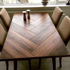 Speciallavede spiseborde efter mål. Vi laver bl.a. plankeborde og sildebens spiseborde