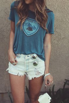 Sloppy Elegance: Festival Vibes with Urban Outfitters