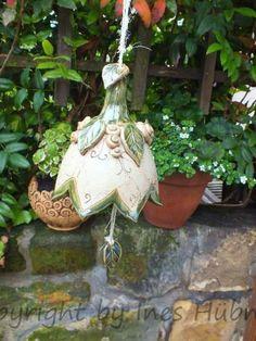 http://de.dawanda.com/product/46819590-Garten--Glocke-XXL-Gartenkeramik-Windspiel-Unikat