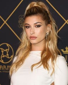 These are the long hairstyles that we love. We rounded up the most gorgeous celebrity cuts and styles for hair with serious length: Hailey Baldwin.